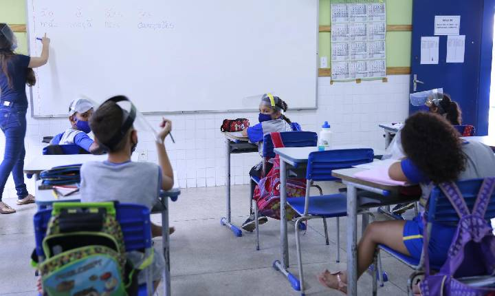 Fabriciano anuncia retorno integral das aulas na rede municipal de ensino
