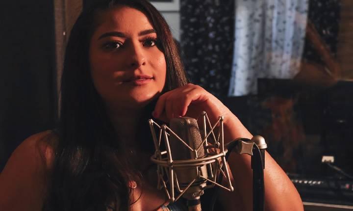 Jéssica Gracelli lança novas músicas e um novo estilo